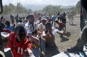 Haitians_in_Port-au-Prince_2010-01-16