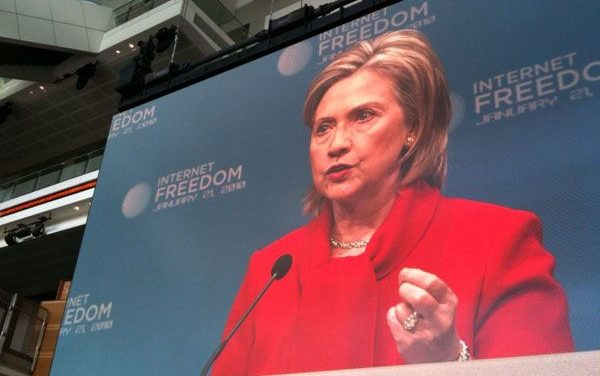 "Clinton Urges ""Principled Stand"" on Internet Censorship"
