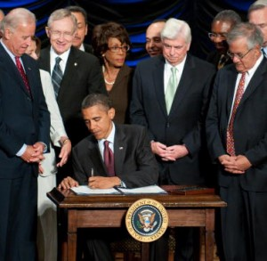 S President Barack Obama signs the Dodd-Frank Wall Street Reform and Consumer Protection Act alongside members of Congress, the administration and US Vice President Joe Biden.  July 21,2010.